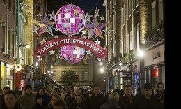 High street retailers hope for last-minute rush of Christmas shoppers